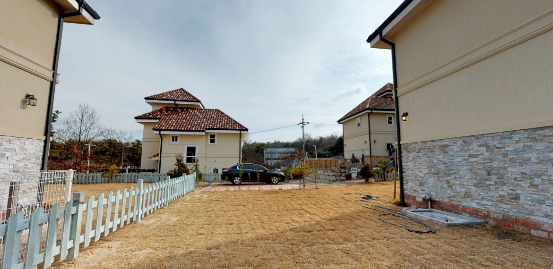 Seolrok-town-Main-garden